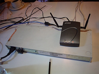 2004-08-05_wireless-apoint-router.jpg